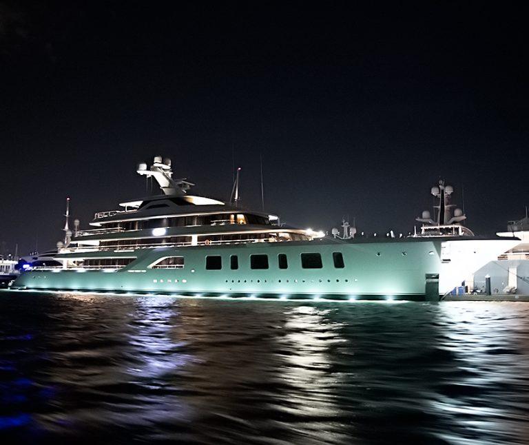 Steve-Wynns-Yacht-At-Night